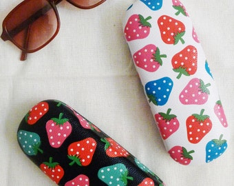 LAST ONE vintage STRAWBERRY hard glasses case, dead stock,new old stock,never used,charming,colorful,vivid,waterproof,cute gift,kitch