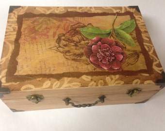 HandPainted Wood Purse With Decorative Floral Paper Details