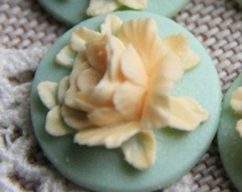 12 Pcs of Resin flower cabochon 18mm-RC0135-22-ivory on mint
