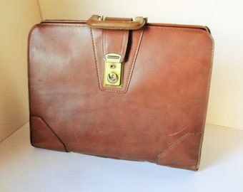 Vintage Dark Brown Leather, 'Dopp' Briefcase/Attache Case - Genuine Top Grain Cow Hide - Metal Hinges and Ball Feet - Large Expandable