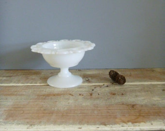 Bowl milk glass vintage pedestal shabby chic