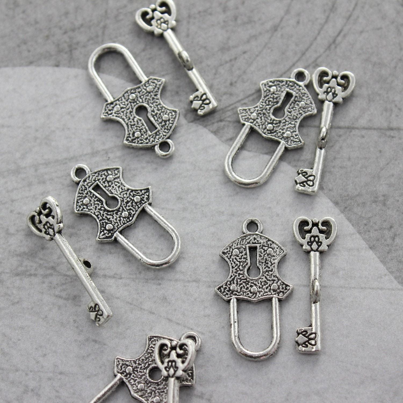 10 set antique silver lock and key toggle clasp. Black Bedroom Furniture Sets. Home Design Ideas