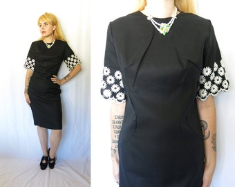 Vintage 1960s New Look Black Cotton Shift Day Dress with Embroidered Mod DAISY Sleeves- Wiggle Cut- Large