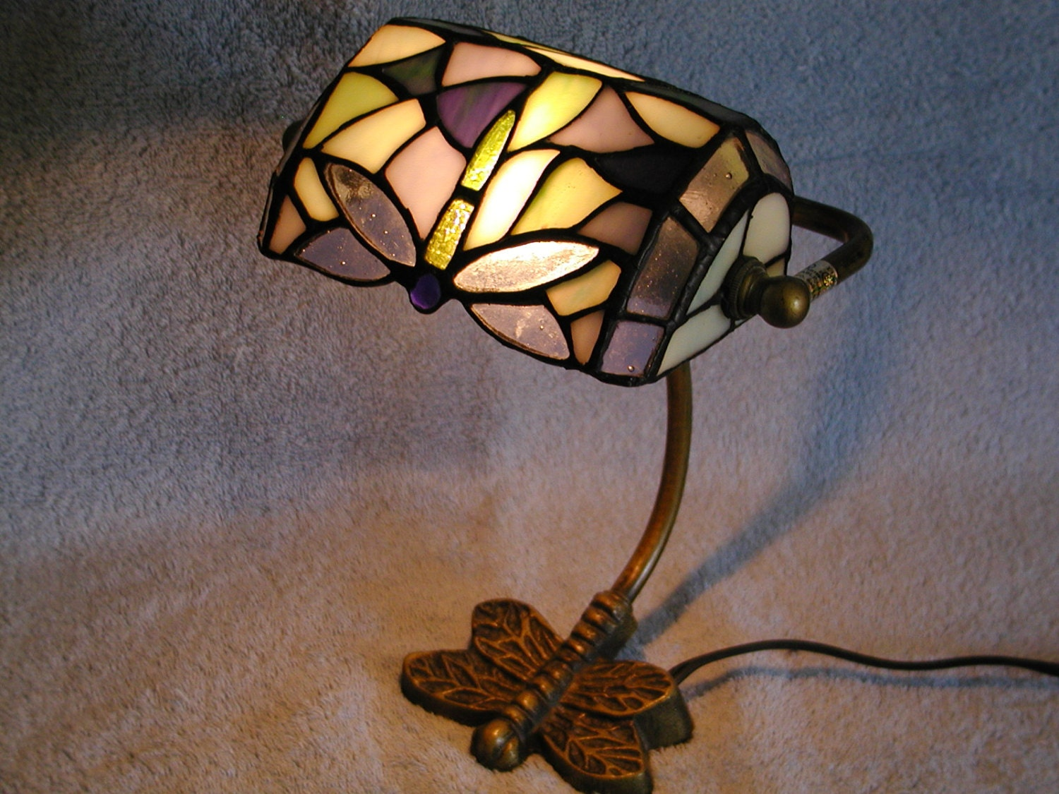 bankers lamp dragonfly motif stained glass shade. Black Bedroom Furniture Sets. Home Design Ideas