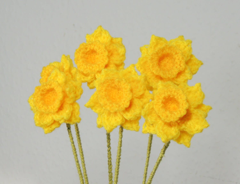 Free Pattern Crochet Daffodil : Crochet Daffodils Crochet Flower Bouquet stem Narcissus