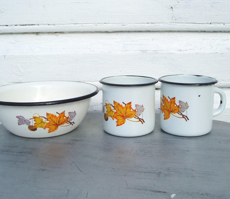 Enamel Kitchen Accessories: Enamel Mugs And Bowl Maple Leafs White Enamelware Cups