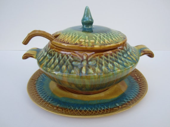 Mid Century Marcia Pottery of California Soup Tureen with Cover, Ladle & Under Plate in a Jade and Gold Blend
