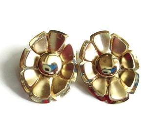 Vintage Goldtone Flower Power Hippie Era Flower Motif Clip Earrings