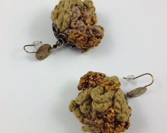 Long earrings / pom poms to the hook / mixed yarn precious and gross / matte and satin Golden harmony / ear hook hammered