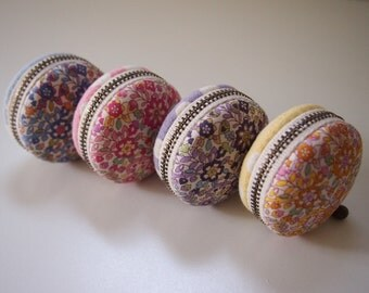 5cm, Macaron Jewelry Pouch/ Macaroon/ Coin Purse - Retro Flower, Blue/Pink/Purple/Yellow -  Handmade in Japan by Chikaberry