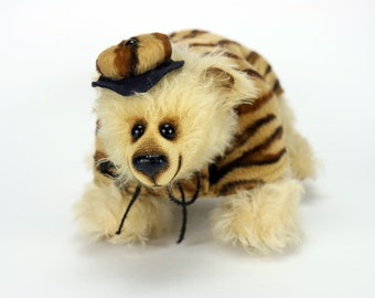 Artist mohair teddy bear Jesse. He wants to be a tiger :-)