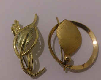 lot of two vintage brooches