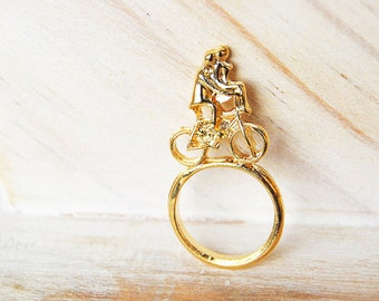 Couple on a bike ring