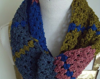 chenille colsjaal in gold green, Royal Blue, violet and grey blue (150 cm, width 16 cm circumference)