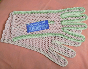 April Cornell Size Small Pink Green + White Cotton Yarn Gloves/Costume
