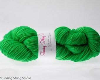 Parrot Green - Luxury Fingering Weight - Merino, Cashmere & Nylon - 100 g - 425 yds