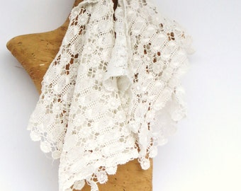 Vintage Crochet Square Doilies, 4 Ivory White Crochet Remnant Sewing Pieces