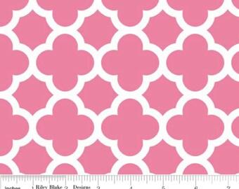 Quatrefoil Medium-- Color Hot Pink--One Yard- Riley Blake