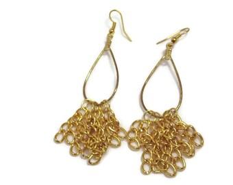 A4: Gold Chain Dangly Earrings