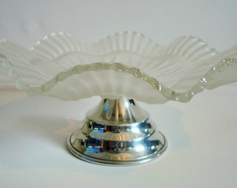 Cake stand with frosted clear glass plate
