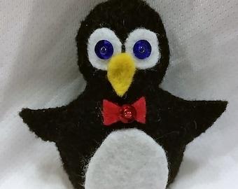 Christmas Ornament-Felt Penguin  #353F