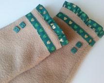 St Patricks Day, Fleece Fingerless Gloves, Fingerless Mittens, Womens Winter Gloves, Wrist Warmers, Hand Warmers, Tan Glove w Green Shamrock