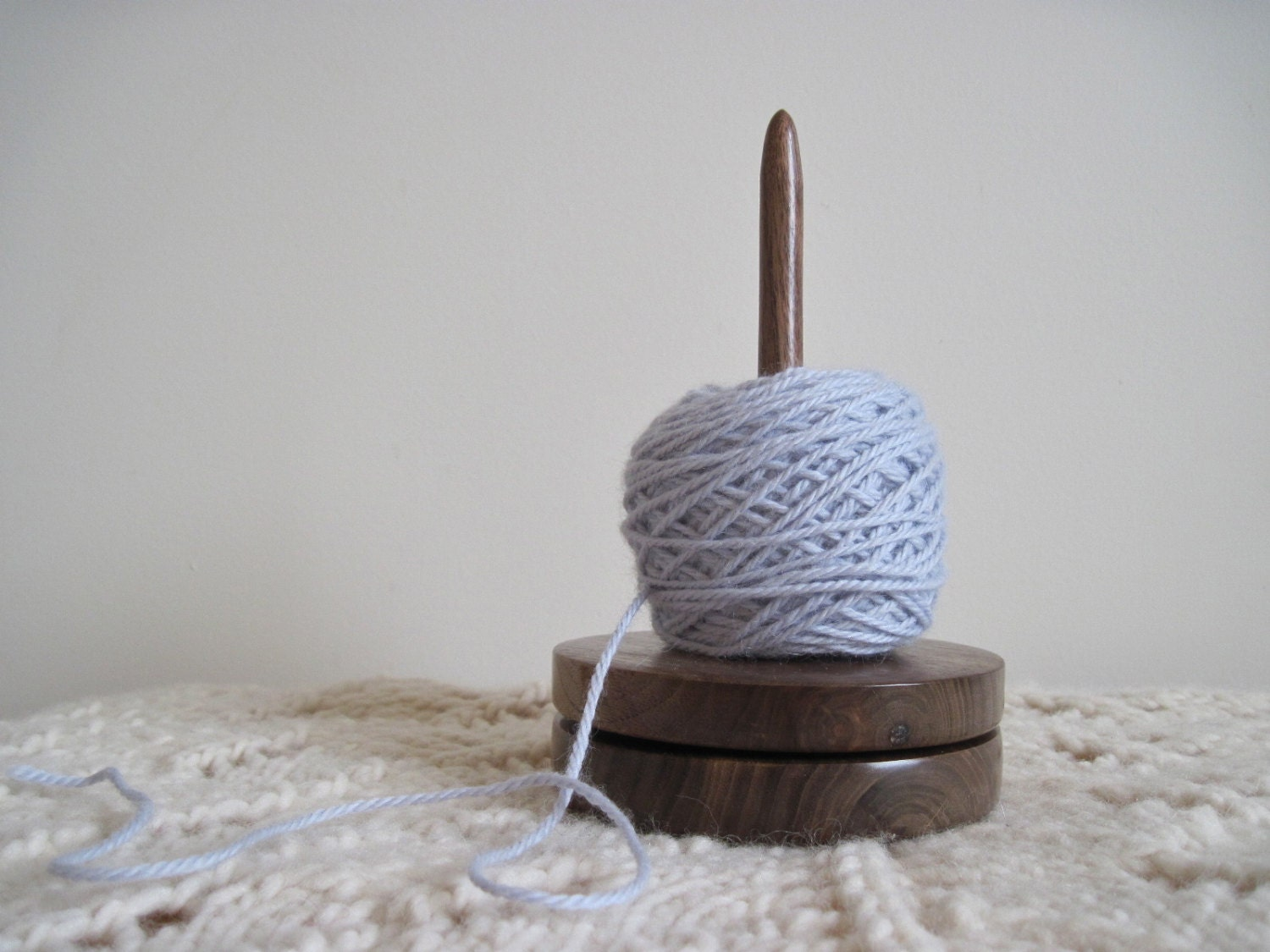 Knitting Yarn Holder : Yarn holder walnut lazy susan for knitting and crochet