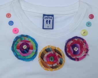 Girls White applique flower necklace T-shirt - age 5 years