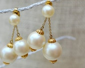 Pearl drop earrings // clip earrings // Faux pearl wedding earrings // Bridal earrings // Pearl cluster