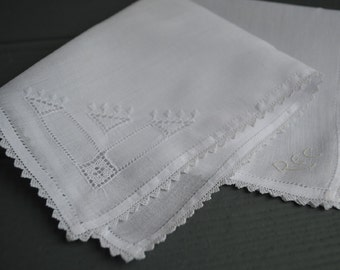 Vintage Irish Linen embroidered hankie with lace edge