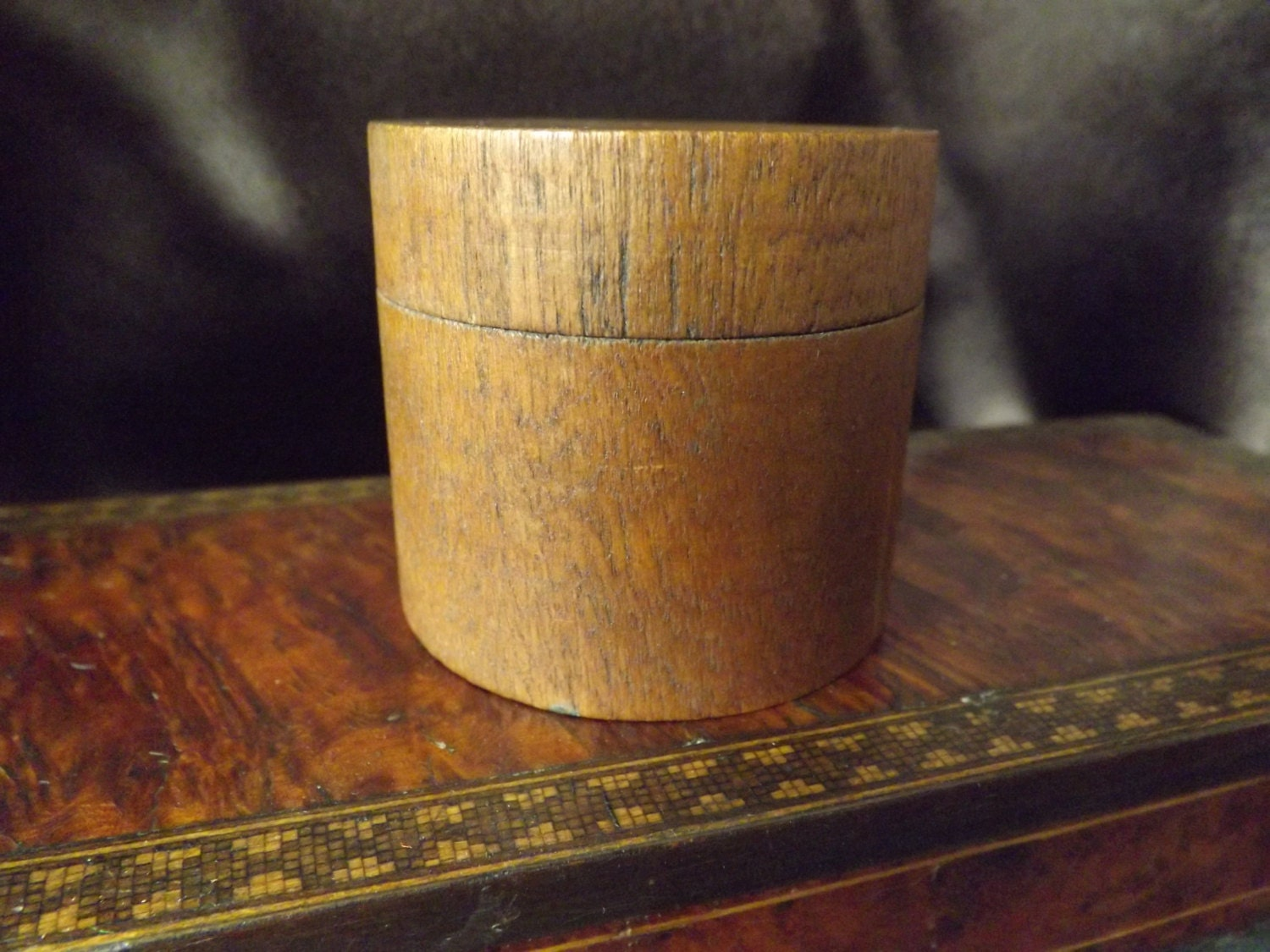 Antique turned wood box small round box antique wooden box for Circular wooden box