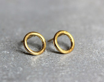 Simple gold stud earrings, Minimalist earrings, Circle stud earrings, Everyday earrings, Gold circle studs.