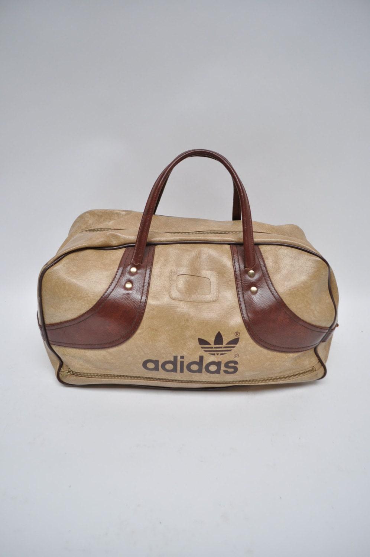 sac vintage sac de sport adidas en faux cuir sac polochon. Black Bedroom Furniture Sets. Home Design Ideas