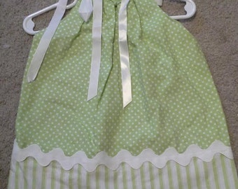 Pillowcase dress Green with white polka dots