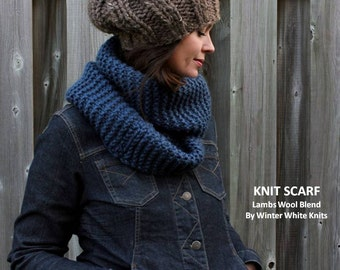 Chunky knit scarf, chunky knit scarf in denim blue, knitted circle scarf, knit eternity scarf, hand knit scarves