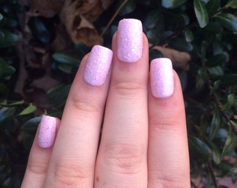 A set of 20 pink glitter fake nails