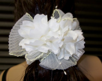 Ivory Hair Flower Comb, Bridal Hair Comb.