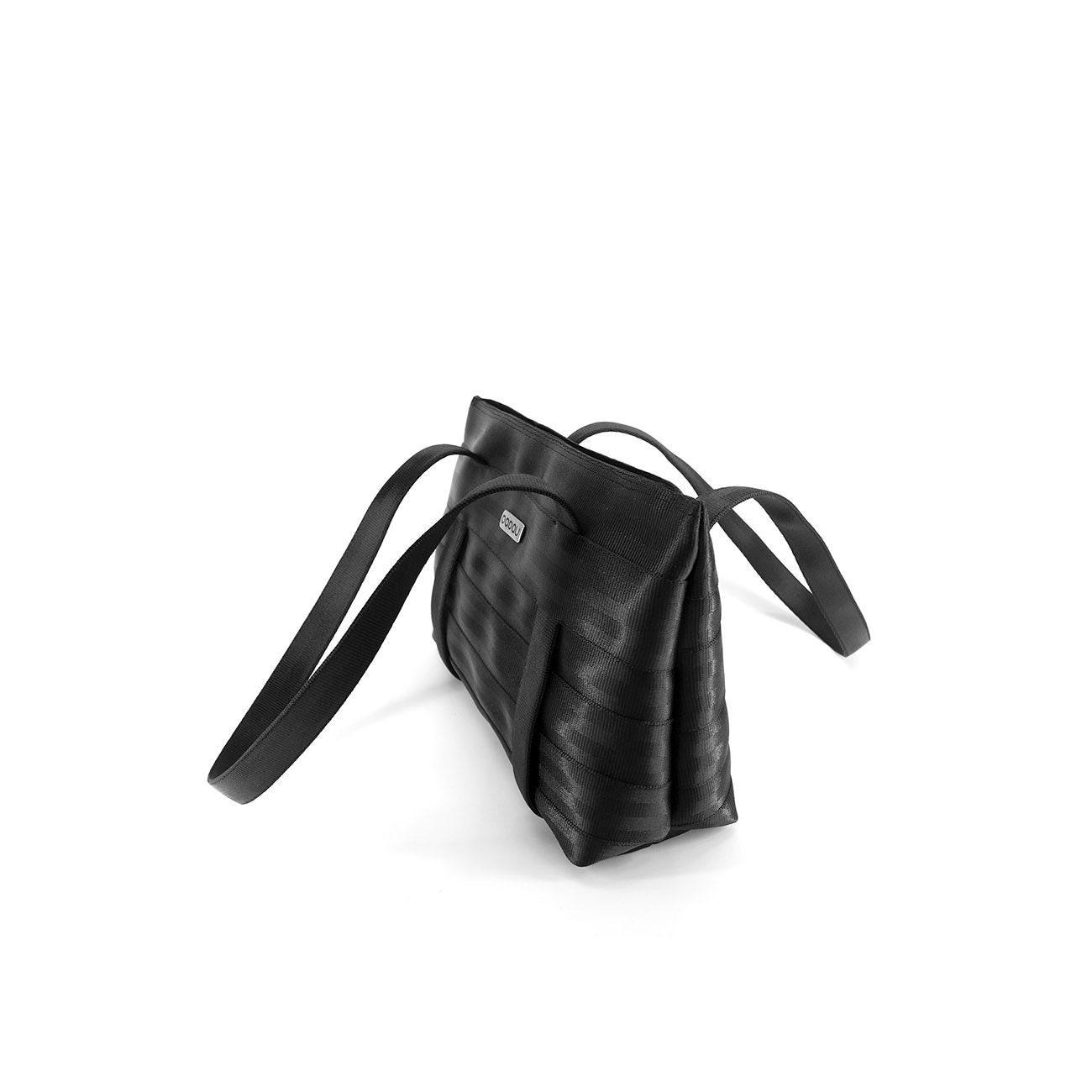 Bolso convertible hecho de cintur n de seguridad reciclado con - Bolso con luz interior ...