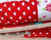 Het allerliefste kraamcadeautje: Rode baby omslagdoek (90x90cm) met zachte teddy binnenkant.