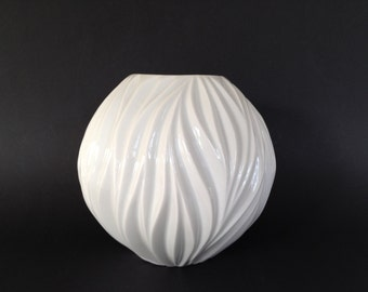 Thomas Porcelain, stunning and stylish 1960s  porcelain Design vase  West Germany.