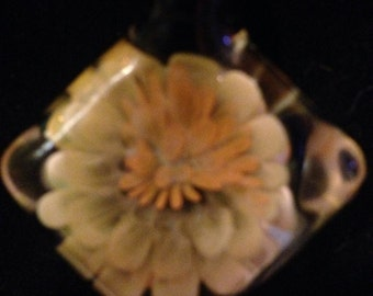 Implosion flower pendy