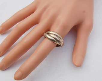 Vintage Silver.      3 rings in one design.    ......... US Size 8.......................... UK Size Q