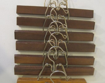 Set of 8 Wooden Hangers Vintage E1101