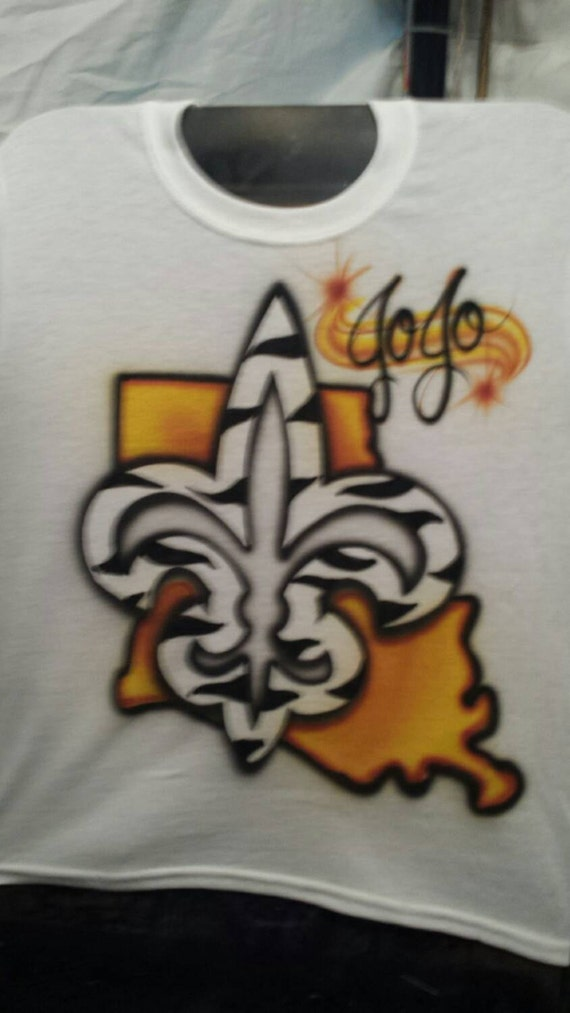 Custom airbrush fleur de lis t shirt for Custom made airbrushed shirts