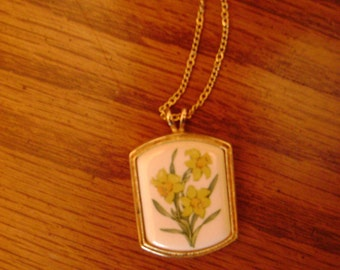 vintage yellow DAFFODIL PENDANT necklace  vintage costume jewelry