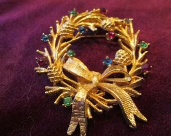 Pretty vintage wreath brooch with colored rhinestones