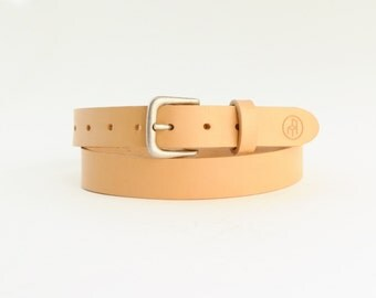 """BELT """"Chino"""". Natural vegetable tanned leather belt."""