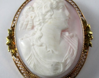 Cameo 14kt gold pendant