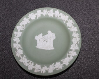 Authentic Wedgwood  Piece, Green Small Plate, Rare Color, Nice Piece, No Damage, Vintage, Collectible, Pretty Design on it, Comes w Box