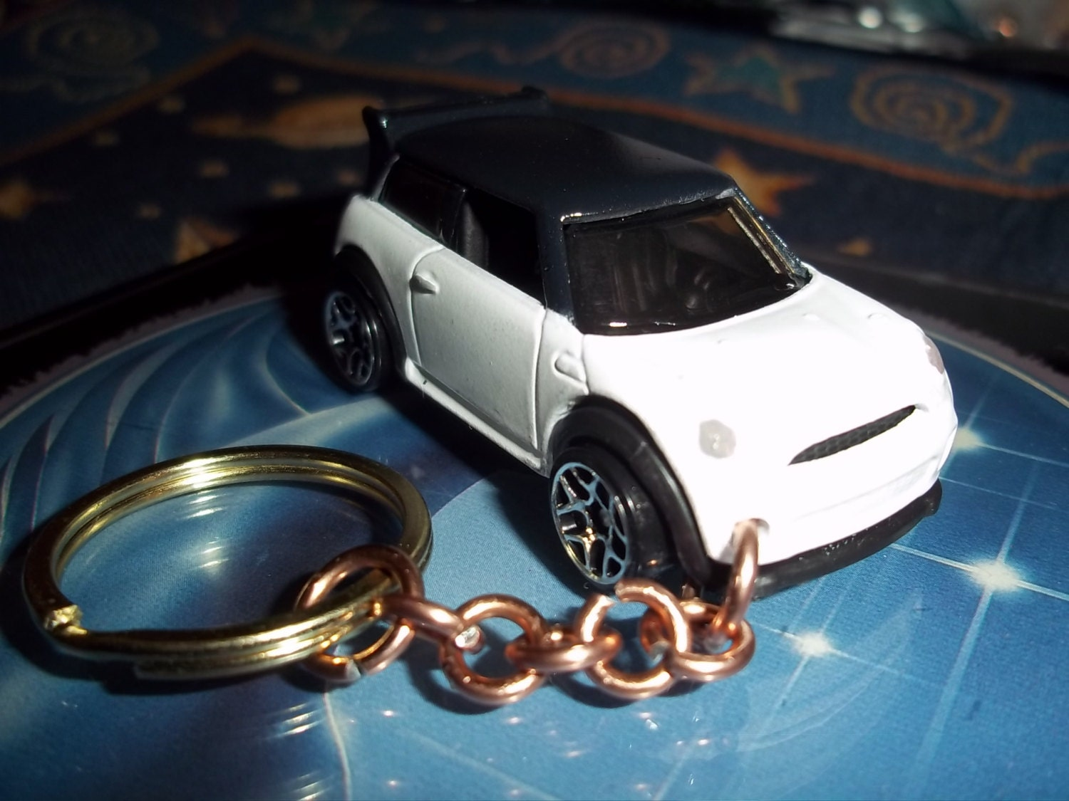 custom made 2010 mini cooper s coupe keychain gloss white on. Black Bedroom Furniture Sets. Home Design Ideas